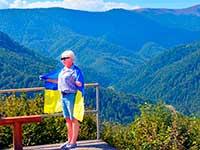 Фото на фоні карптських краєвидів, тур в Карпати