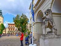 Леви у Ратуші, екскурсія в турі до Львова і Карпати