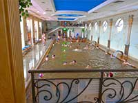 Внутрішні закриті басейни. у програмі туру в Закарпатті відпочинок в Берегово.