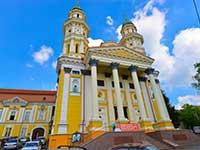 Знамениті собори Ужгорода. у нашому турі в Карпати відвідування соборів і храмів.