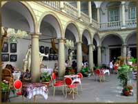 Італійський дворик у Львові на вихідні