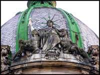 Екскурсія у Львові на вихідні-сидяча статуя Свободи