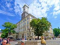 Програма туру на вихідні до Львова-площа Ринок, міська Ратуша.