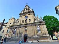 Бернардинський монастир-шедевр середньовічної архітектури в турі до Львова на вихідні.