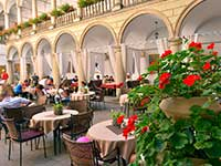 У програмі відпочинку на Великдень, Італійський дворик